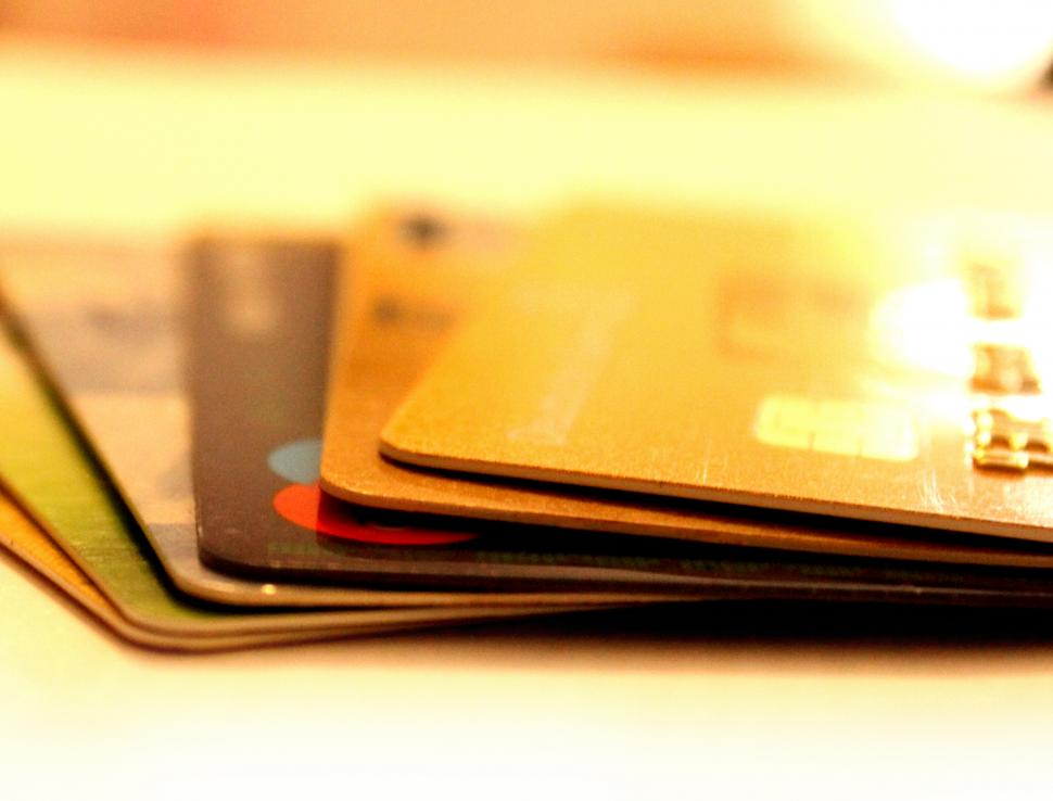 Les cartes de paiement prépayées.
